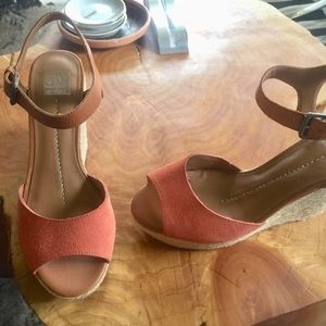 Dolce vita wedge sandals Sz 10 tan coral leather